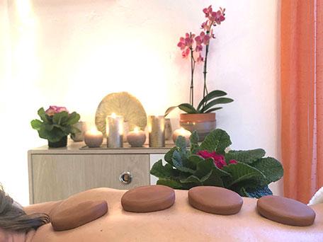 Massage relaxant aux galets d'argile